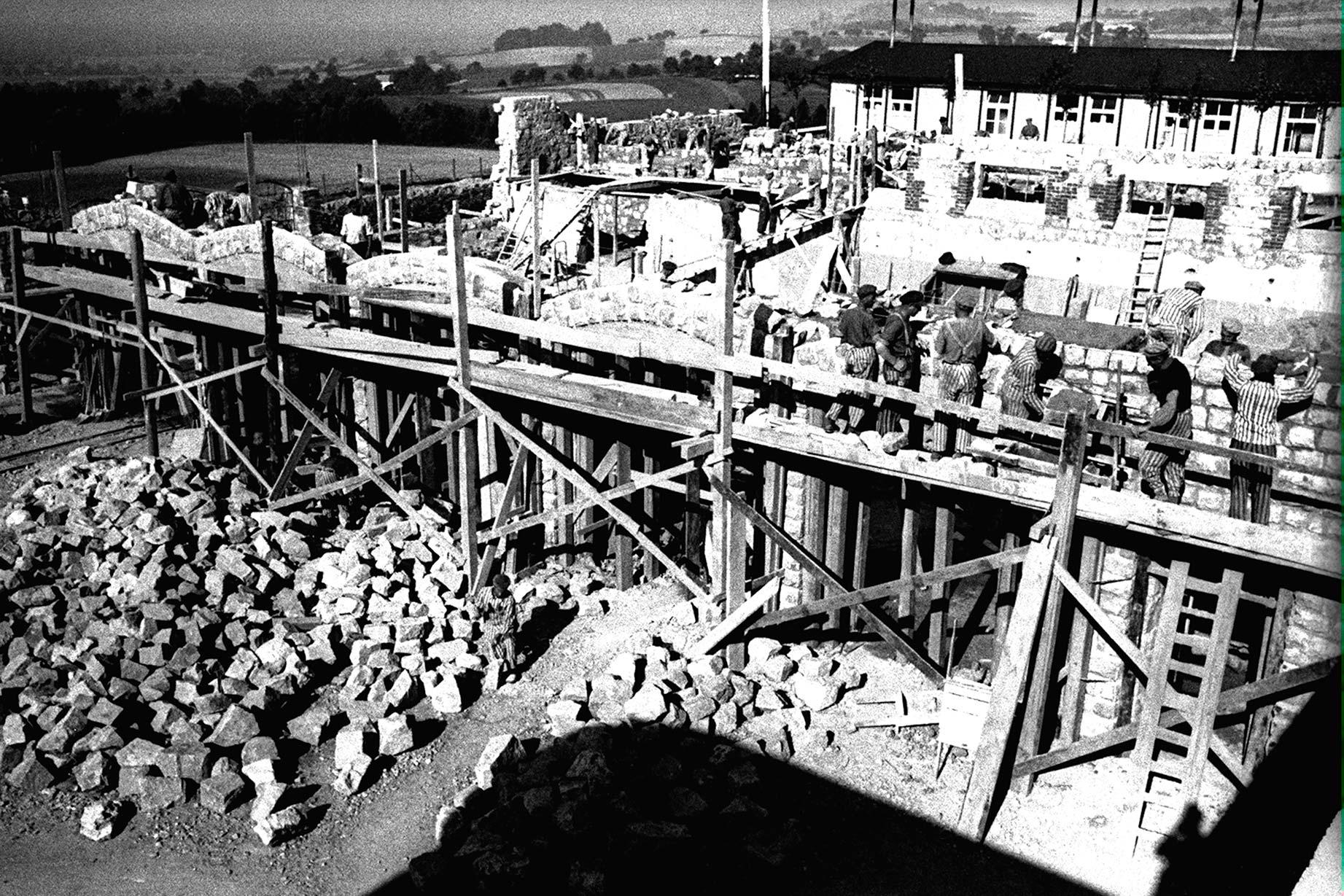 Construcció dels garatges per als vehicles dels SS